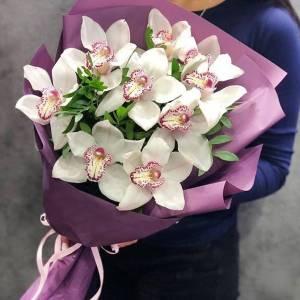 Букет 9 бутонов орхидеи с оформлением R1243