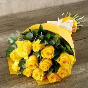 Букет 11 желтых роз в крафте R671